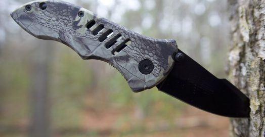 Best Pocket Knife for EDC - Folding Knives in Tree