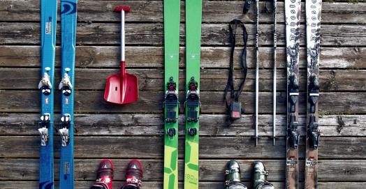 ski-ski-touring-backcountry-skiing-